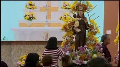 Católicos celebram Dia de Santo Antônio em Divinópolis - Festa foi realizada nesta quarta-feira (13) com tradições e centenas de pessoas presentes.