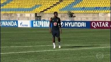 Fred se recupera de lesão e ainda não treina junto com outros jogadores da seleção - O volante faz um trabalho a parte do restante do grupo.