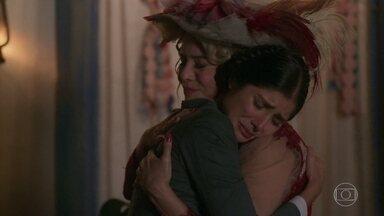 Fani se emociona ao ver Josephine - Depois do susto inicial, a jovem comemora o reencontro com a mãe de Edmundo e Rômulo