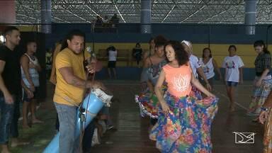 Oficina de São Luís ensina como participar de manifestações do São João - É uma oportunidade para fãs das manifestações culturais participarem de forma mais ativa dos festejos juninos.
