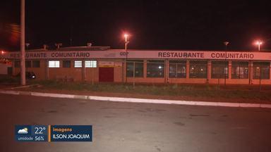 Restaurante Comunitário de Brazlândia é assaltado com ajuda de funcionária - Segundo a polícia, a técnica de nutrição já tinha passagem pela polícia. Ela orientou o assaltante por telefone onde estava a quantia de R$ 13 mil que foi roubada.