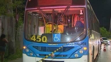 Motorista é morto em assalto a ônibus em Manaus - Suspeito de atirar contra motorista também foi baleado.