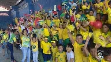 Em Manaus, escola promove evento com tema da Copa - De verde e amarelo, crianças participam de competições.