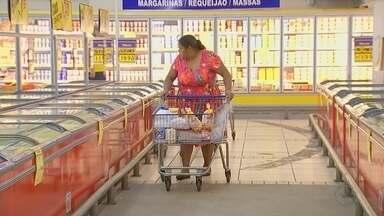 Preço da carne de frango aumenta em mercados da região de Itapetininga - A carne de frango está pesando no bolso dos consumidores. O reajuste nos açougues e supermercados chegou a 75% nos últimos dias.