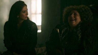 Lucrécia incentiva Margô a se entregar para Rodolfo - A princesa de Alcaluz usa a tia para se vingar do ex-marido