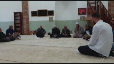 Terminou nesta sexta-feira o período do Ramadã - Ramadã é tradição para os muçulmanos.