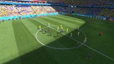 Antes do apito inicial, Falcão reclama com arbitro e muda o lado do campo das equipes - Antes do apito inicial, Falcão reclama com arbitro e muda o lado do campo das equipes