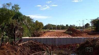 Moradores questionam conclusão de obras da ponte na avenida NS-4 - Moradores questionam conclusão de obras da ponte na avenida NS-4