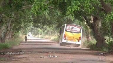Ônibus irão parar de circular em Cambahíba, RJ, por conta das condições da estrada - Assista a seguir.