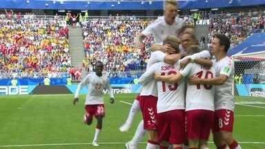 Gol da Dinamarca! Eriken pega firme na bola e abre o placar aos 06 do 1º - Gol da Dinamarca! Eriken pega firme na bola e abre o placar aos 06 do 1º