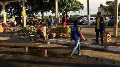 Alguns vendedores da área dos mercados centrais de Aracaju vão mudar de local - A repórter Michele Costa tem mais informações.