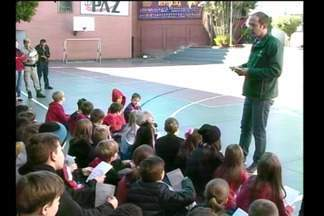 Agente mirim ajuda no combate à dengue em Santa Rosa - As escolas do municípios participam do projeto da Fundação Municipal de Saúde.