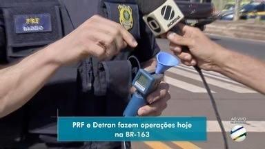 PRF e Detran fazem operação para fiscalizar condições de veículos na BR-163. - Ação foi promovida nesta manhã e até o fim do ano devem ocorrer mais duas,