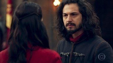 Afonso diz a Catarina que aceita se casar com ela - Catarina estava prestes a ir embora de Montemor, mas o rei a impede
