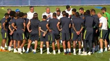Seleção brasileira faz treino fechado em Sochi e embarca para Moscou nesta segunda (25) - Na noite de domingo (24), a comissão técnica se reuniu para repassar o planejamento, a carga de treino aos jogadores e a estratégia de jogo contra a Sérvia na quarta-feira (27).