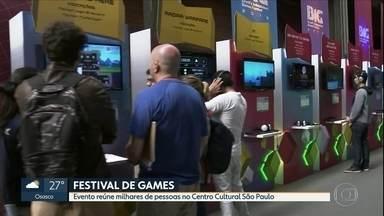 Festival de games atrai milhares de pessoas ao Centro Cultural São Paulo, na Capital - Cerca de 100 jogos estão sendo lançados.