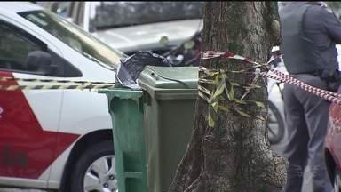 Casal é preso por jogar o corpo da própria filha dentro de lixo - Corpo de menina foi encontrado por catador de latinhas dentro de lixeira. Segundo a polícia, criança foi morta pela própria mãe, que ainda tentou esganá-la.