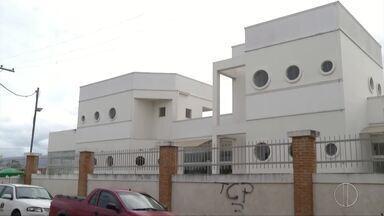 Obras no Hospital São José na Baixada Campista ainda não foram entregues - Assista a seguir.