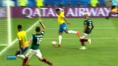 Firmino faz gol que sela vitória do Brasil e garante vaga para as quartas de final - Jogador alagoano entrou próximo do final do segundo tempo e fez o segundo gol da partida