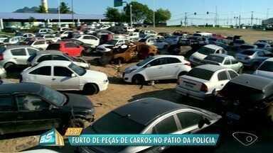 Dupla é presa por furtar peças de carros em pátio da polícia no ES - Crime aconteceu em Laranjeiras, na Serra, na madrugada desta terça-feira (3). Suspeitos já foram levados para o presídio.