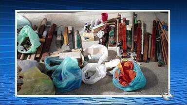 Drogas e celulares são apreendidos após revista em presídio de Pesqueira - Ainda foram encontradas 25 armas brancas artesanais e industriais e uma quantia em dinheiro.