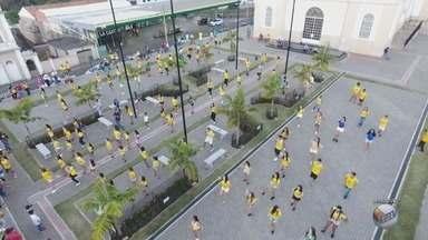 Torcida promove dança na praça pelos jogos do Brasil na Copa em Areado (MG) - Torcida promove dança na praça pelos jogos do Brasil na Copa em Areado (MG)