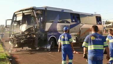 Motorista que causou acidente com morte na BR-376 é indiciado por homicídio culposo - Uma pessoa morreu e mais de 20 ficaram feridas em batida entre ônibus e caminhão