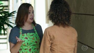 Maria Alice conversa com Rosália sobre a situação de Alex - A jovem pede que Rosália dê um voto de confiança a seu namorado e escute o que ele tem a dizer em sua defesa