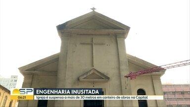 Igreja ´flutua´ a 31 metros para ser preservada em obra em São Paulo - Capela, que é patrimônio histórico da cidade, está localizada em espaço de futurocomplexo hoteleiro e comercial