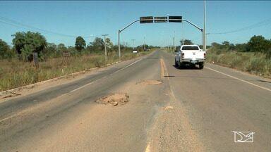 Motoristas reclamam de falta de condições de avenida em Imperatriz - Segundo os motoristas é grande a quantidade de buracos na Avenida Luis de França Moreira.