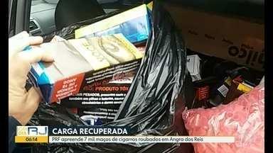 Em Angra dos Reis, polícia prende ladrões de carga - Os dois homens estavam em um condomínio de luxo com uma carga de cigarros roubada, além de drogas e dinheiro.