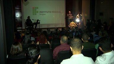 Publicações impressas pela editora do IFS são lançadas - Durante o evento de lançamento das 18 publicações também foi assinado um convênio com universidade de Portugal.