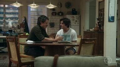 Alex se recusa a seguir o conselho de Osvaldo - Paulo explica a ideia de defesa sugerida pelo pai de Hugo