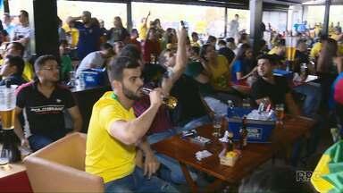 Brasileiros e paraguaios torcem pela Seleção Brasileira do outro lado do fronteira - Mesmo com o resultado, clima foi de amizade.