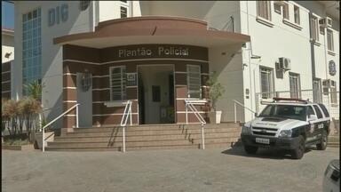 Homem invade casa pelo telhado e é detido pela polícia após ficar preso no imóvel - Um homem de 44 anos foi preso após invadir uma casa para furtar e não conseguir sair do imóvel, na madrugada desta sexta-feira (6), no bairro Jardim Paraíso, em Avaré (SP).