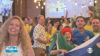 Bares faturam mesmo com derrota da seleção - Brasilienses não desanimaram com a eliminação do Brasil na Copa do Mundo e lotaram os bares.