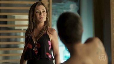 Laureta e Ícaro descobrem que Rosa reatou o namoro com Valentim - Rosa se gaba do relacionamento reatado e Laureta conta para Ícaro que se surpreende