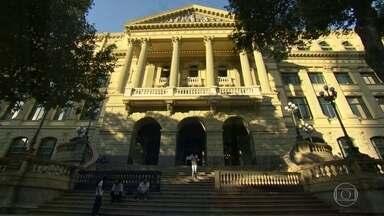 Um Programão na Biblioteca Nacional - Depois de quatro anos de obras, a Biblioteca Nacional (a oitava maior do mundo, segundo a UNESCO), volta a exibir a sua imponente fachada e oferece visitas guiadas de graça.