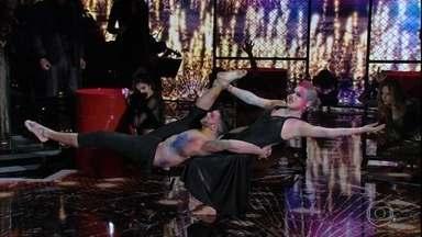 Alessandra Maestrini homenageia Pink - A artista cantou o sucesso 'Try'