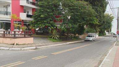 Polícia investiga morte de família em apart-hotel em Florianópolis; corpos são enterrados - Polícia investiga morte de família em apart-hotel em Florianópolis; corpos são enterrados
