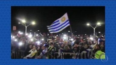 Seleção do Uruguai é recebida com festa em Montevidéo - Seleção do Uruguai é recebida com festa em Montevidéo