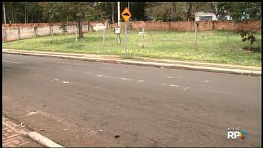 Rua em frente creche continua sem sinalização - Em abril, o Paraná TV mostrou que a prefeitura retirou a lombada da rua. Até agora, nenhuma outra sinalização foi feita.
