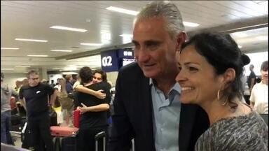 Seleçãqo desembarca no Brasil após eliminação da Copa do Mundo - Seleçãqo desembarca no Brasil após eliminação da Copa do Mundo