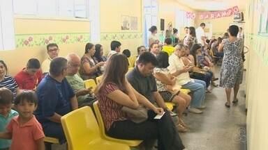 Mães lotam UBSs em Manaus em busca de vacinação contra sarampo - Atendimento em UBSs de Manaus triplicou após decreto de situação de emergência por epidemia de sarampo.
