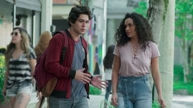 Alex tenta conversar com Carol - Carol diz que o filho de Gabriela é uma boa pessoa e ele cobra uma explicação por ter sido usado para traficar drogas na boate