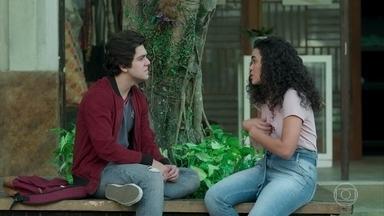 Alex pressiona Carol a ajudá-lo - Carol explica por que decidiu usar Alex para traficar na balada, mas diz que não pode assumir a culpa senão vai acabar sendo presa