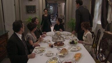 Lady Margareth avisa a Darcy que Briana está morta - A notícia do suicídio da jovem pega a todos de surpresa