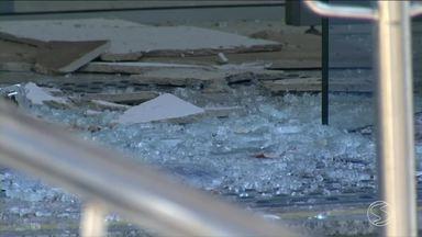 Polícia investiga explosões em agências bancárias de Porto Real, RJ - Bandidos fugiram sem conseguir roubar nada dos cofres.