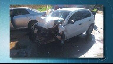Três pessoas ficam feridas em acidente na ES-080, em Colatina - Eles foram socorridos pelos bombeiros.