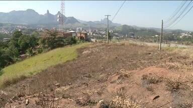 Engenheiro agrônomo do Sul do ES explica como o lixo pode contribuir para incêndios - Estamos passando pela época seca e o lixo jogado às margens de estradas pode ser combustível para incêndios.